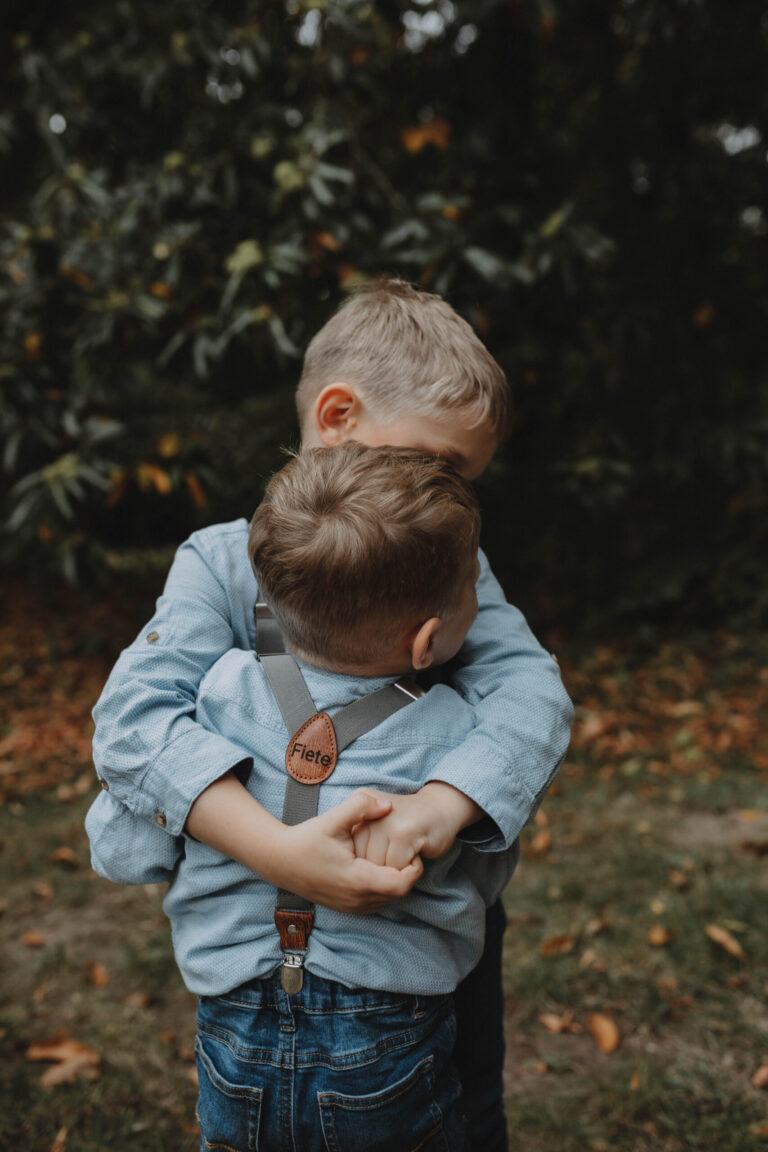 Graue Hosenträger für Kinder