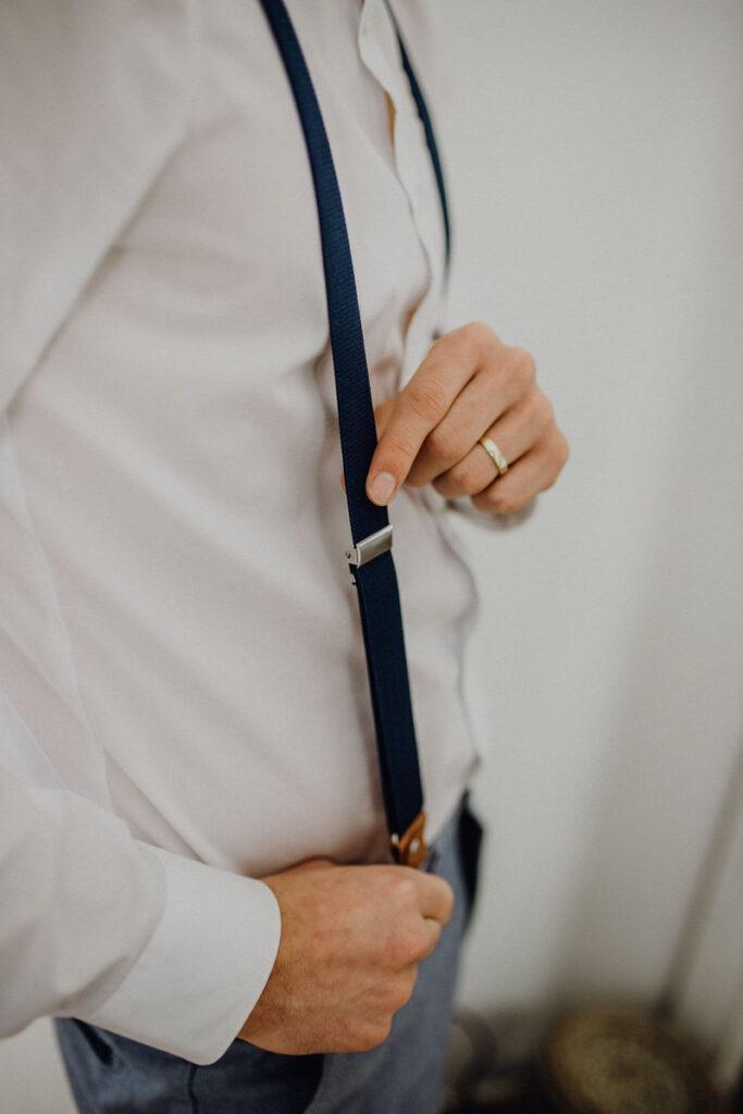 Guide Hosenträger richtig anziehen - Größe einstellen
