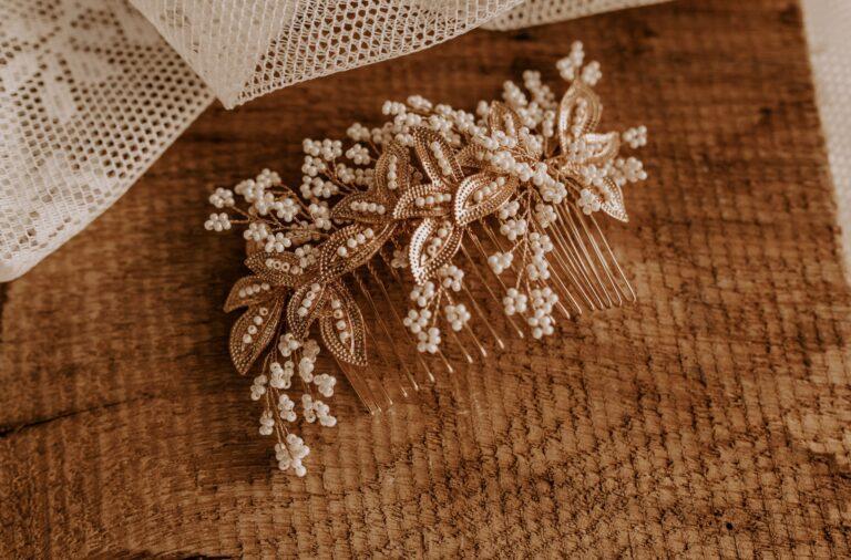 Haarkamm Braut Gold Perlen Blätter