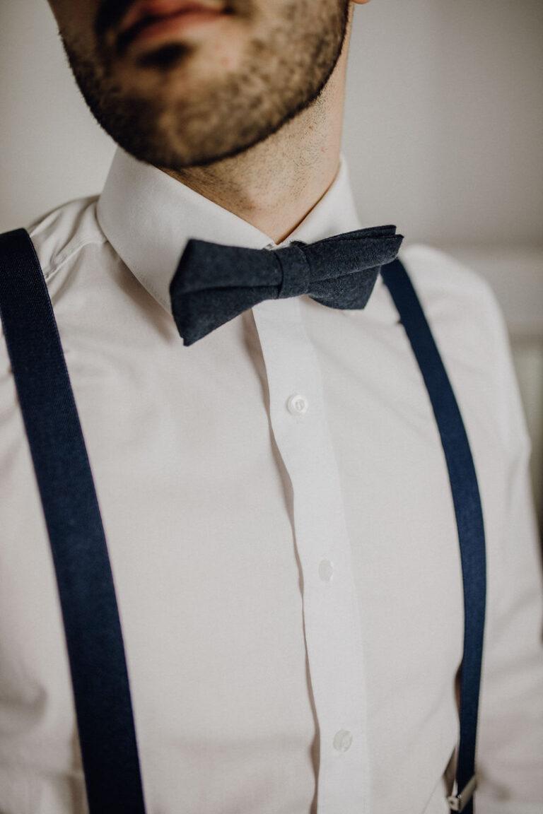 Herrenfliege Herrenhosenträger dunkelblau mit weißem Hemd