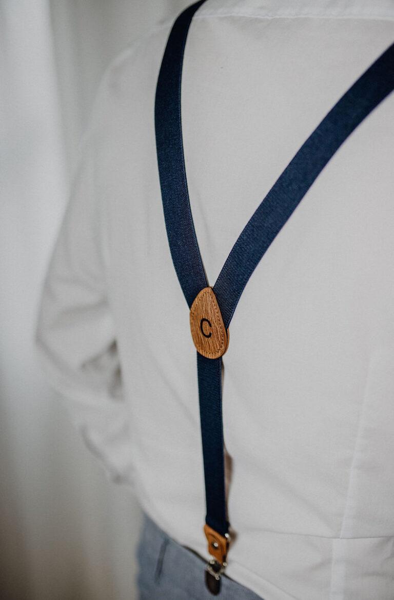 Herrenhosenträger dunkelblau von hinten