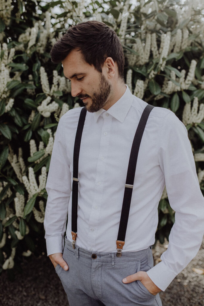Hosenträger richtig anziehen vorne