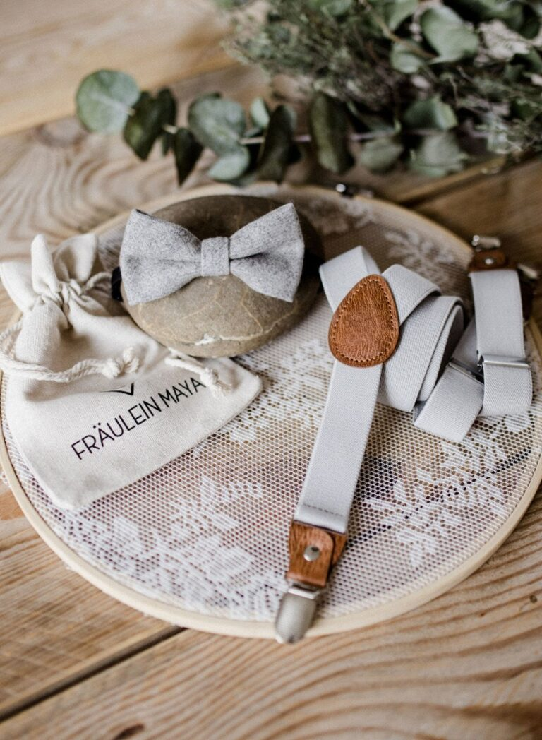Kinderfliege Kinderhosenträger hellgrau Hochzeit
