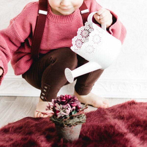 Kinderhosenträger Mädchen Weinrot Malina Tragebild Kindergießkanne