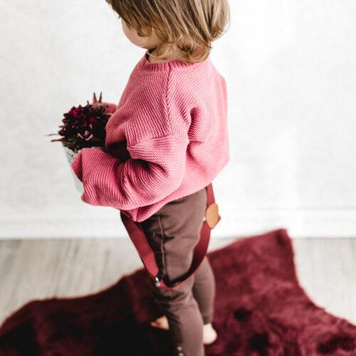 Kinderhosenträger Mädchen Weinrot Malina Tragebild cool
