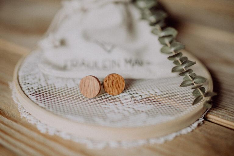 Manschettenknöpfe aus Holz passend für eine Hochzeit