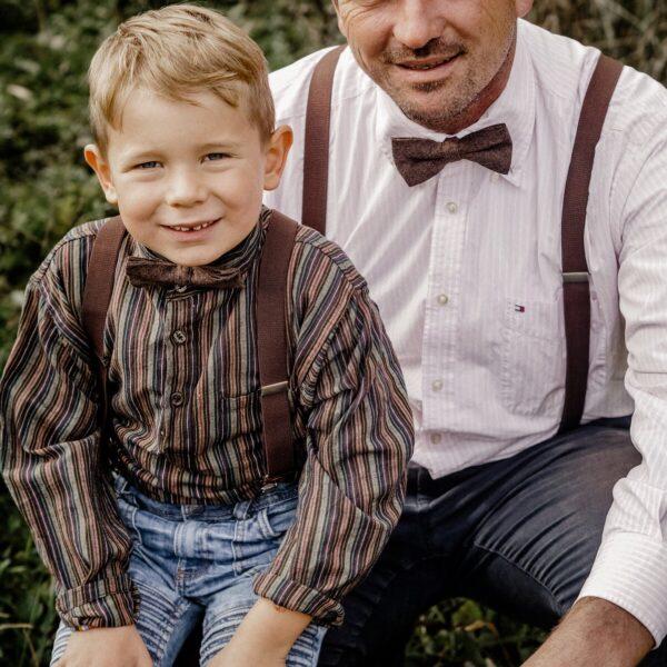 Partnerlook Vater & Sohn in braun passende Hosenträger und Fliege optimal für Hochzeit