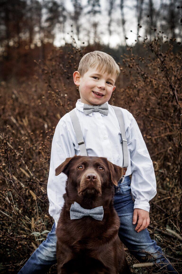 Passende Fliege Für Kind und Hund in hellgrau