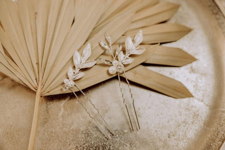 Silberne Brauthaarnadel Perle und Blatt