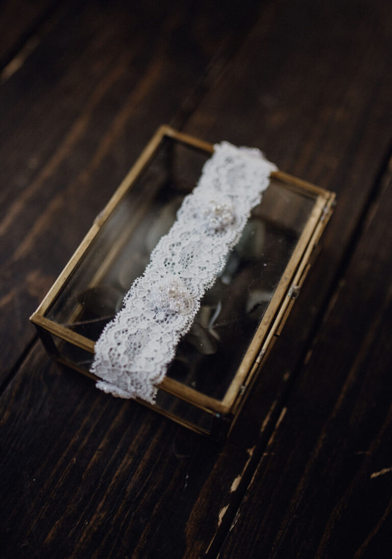 Spitze Strumpfband mit Perlen