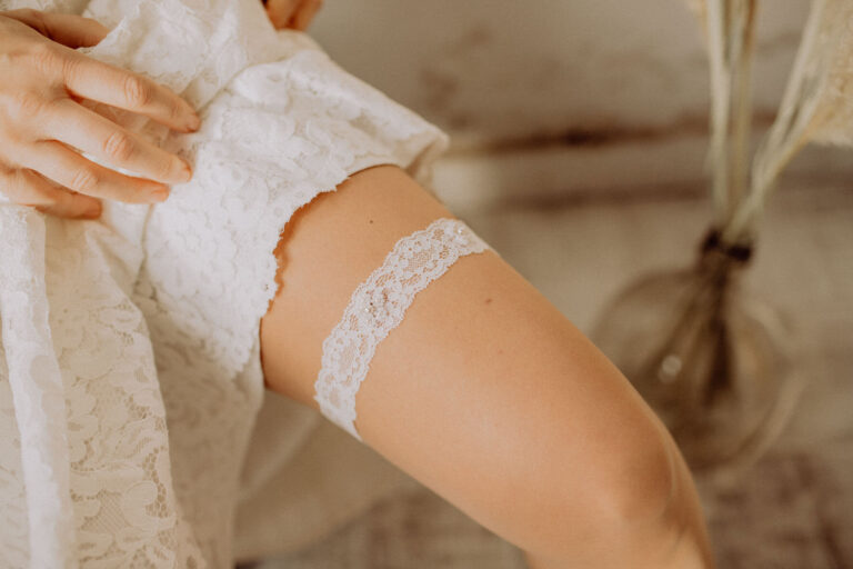 Spitzen Strumpfband mit Perlen Hochzeitskleid